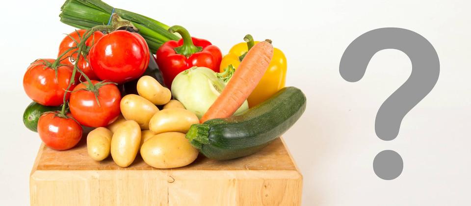 Obst und Gemüse auf einem Brett