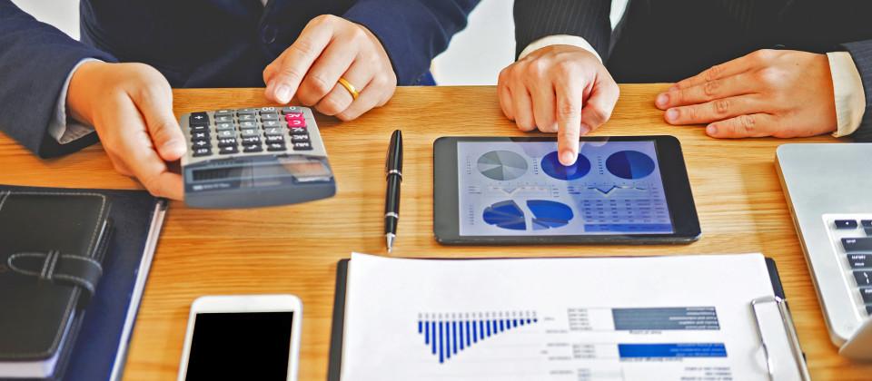 Finanzberater verkauften die fragwürdigen Produkte an Kleinanleger.