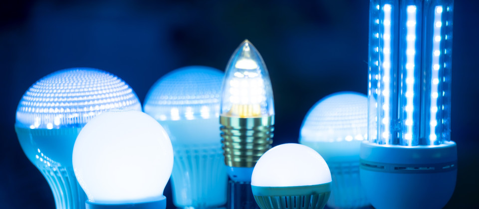 Verschiedene LED Lampen leuchten blau