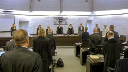 Im Saal 1 des Landgericht Stuttgart wird der Prozess gegen sechs Angestellte des Waffenherstellers Heckler & Koch geführt.