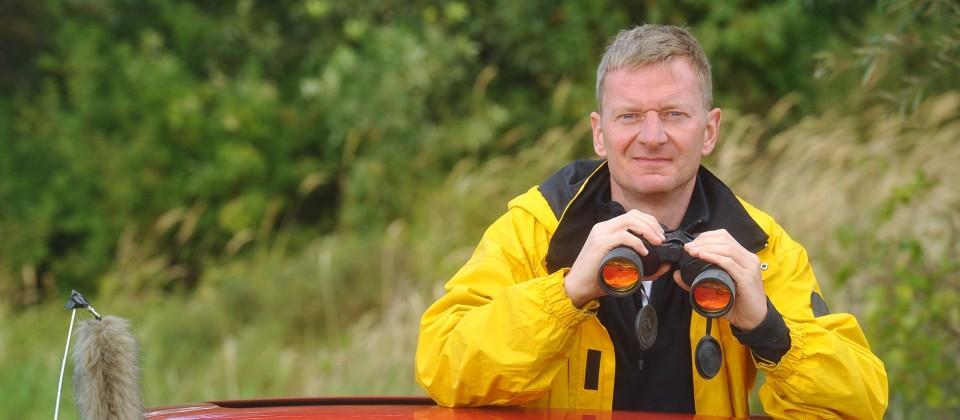 Michael Kessler mit Fernglas, Bild: rbb