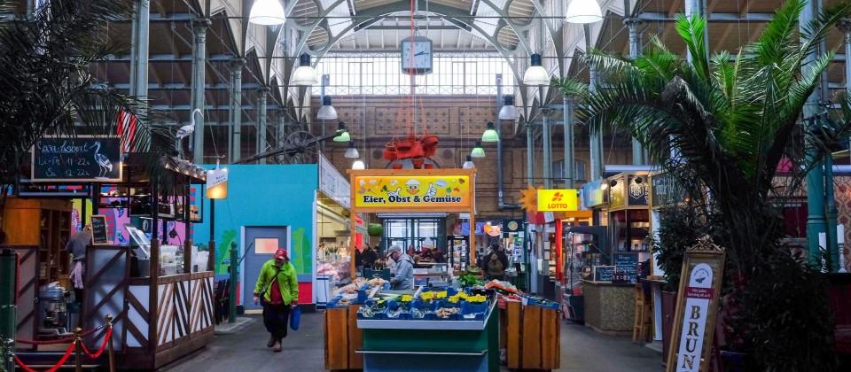 Blick in die Arminius Markthalle in Moabit. (Quelle: dpa-Zentralbild)