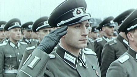 Soldaten salutieren.