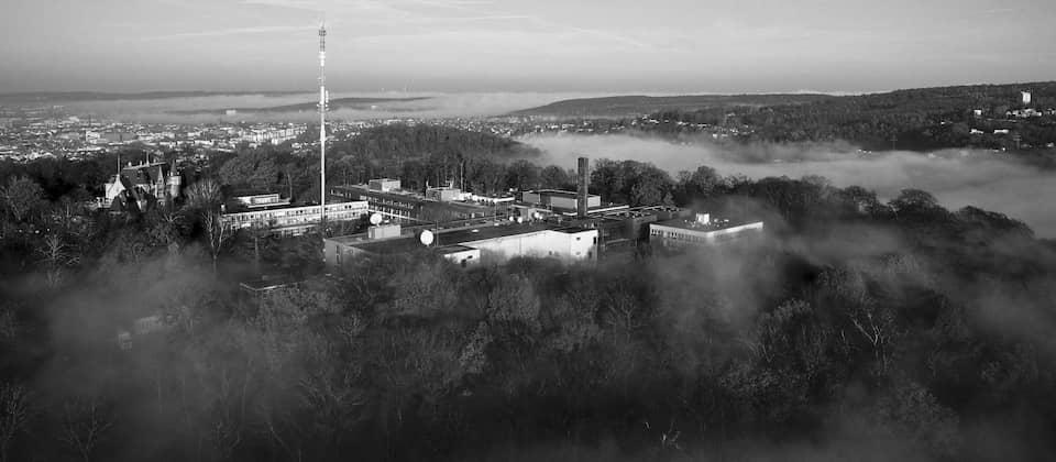 Der Halberg im Nebel