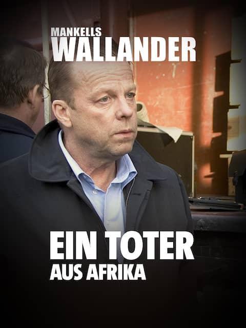 Kommissar Wallander (Krister Henriksson, li) und sein Kollege Martinsson (Douglas Johannsson, Mitte) lassen sich in die ersten Ermittlungsergebnissse einweihen.