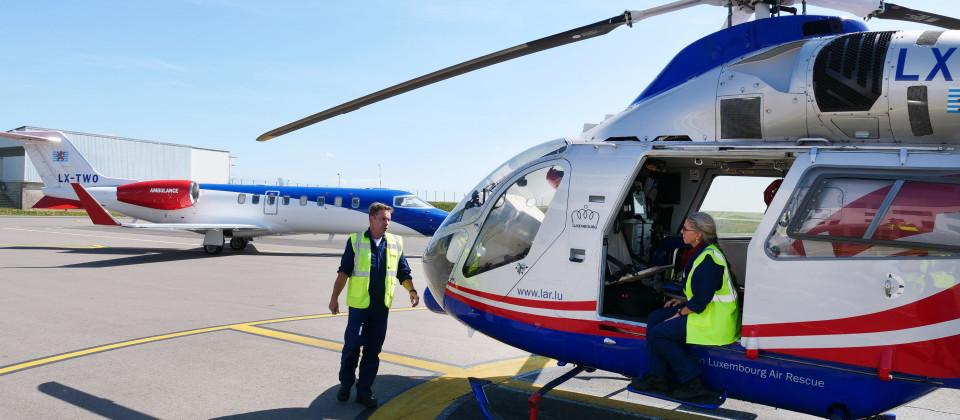"""Dr. Annemay Huppert im Rettungshubschrauber """"Air Rescue 3""""."""