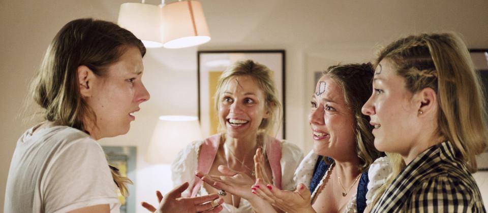 Tati (Xenia Tiling), Eve (Teresa Rizos), Lou (Josephine Ehlert) und Mel (Genija Rykova)