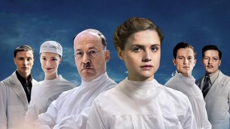 Filmplakat zur zweiten Staffel von Charité. (Bild: ARD/Julie Vrabelova)
