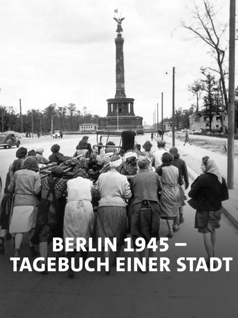 August 1945, eine Gruppe Trümmerfrauen räumt den Schutt von den zerstörten Straßen