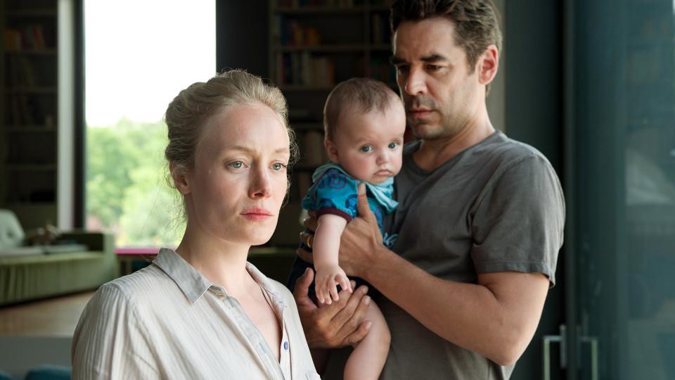 Eine Frau und ein Mann mit einem Baby