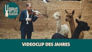 Niklas Liepe - OPUS KLASSIK Gewinner 2021 - spielt in einer Scheune mit drei Alpakas die Goldbergvariationen auf seiner Geige