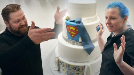 Jennifer und Marc Waidelich  kreieren eine Torte