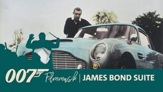 Sean Connery alias James Bond 007 vor seinem Aston Martin - Teaserbild zur Aufnahme der Filmmusik mit dem WDR Funkhausorchester