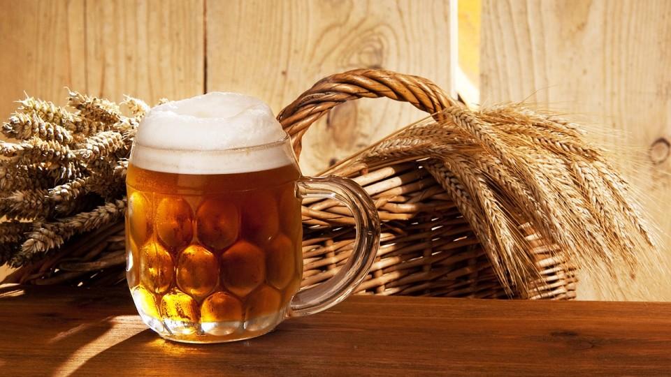 Glas Bier mit Getreide
