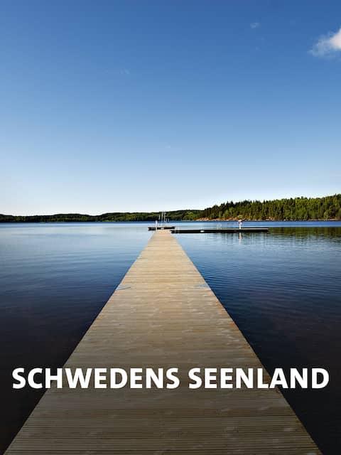 Holzsteg an See, bei Boras, Seenland Mittelschweden, Schweden, Europa
