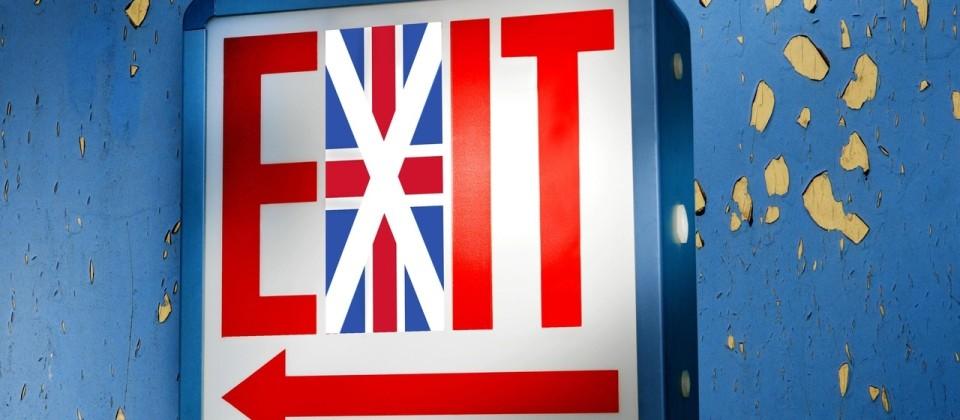 EXIT-Leuchtschrift mit britischer Flagge