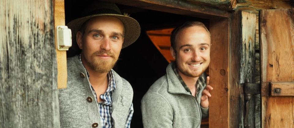 Von links: Bergbrenner Max Irlinger und Lukas Schöbinger. | Bild: BR/Tangram International GmbH/Hannes Schuler