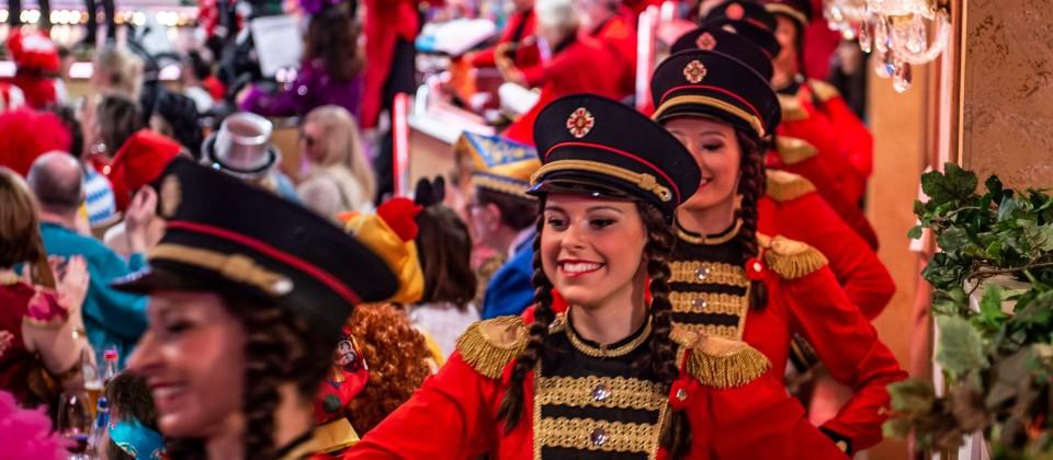 """Die Damen des Karneval-Clubs Röttenbach """"Die Besenbinder"""" e.V."""