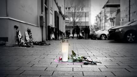 Kerze am Tatort in Hanau