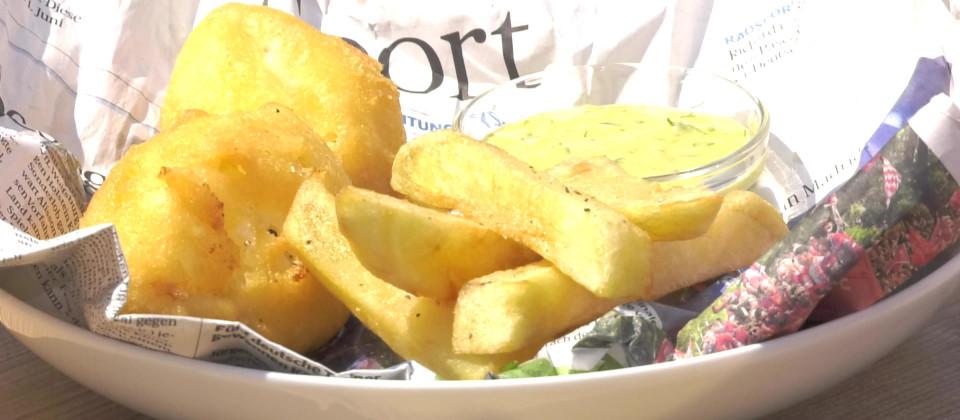 Backfisch mit Remoulade und Pommes-Chips