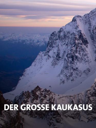 Schneebedecktes Bergmassiv im Kaukasus