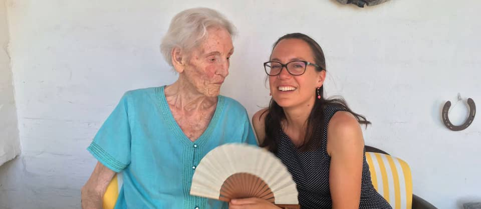 Die Filmemacherin Sarah Moll mit ihrer Großmutter Lore