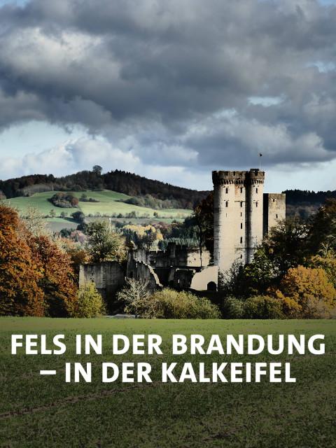 Kasselburg mit herbstlichen Landschaften in Pelm / Vulkaneifel