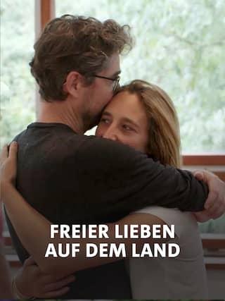 Am Ort der freien Liebe stürzen sich Wolf und Silvi in eine Zweier-Beziehung. © rbb/WDR/Alpha Container GmbH