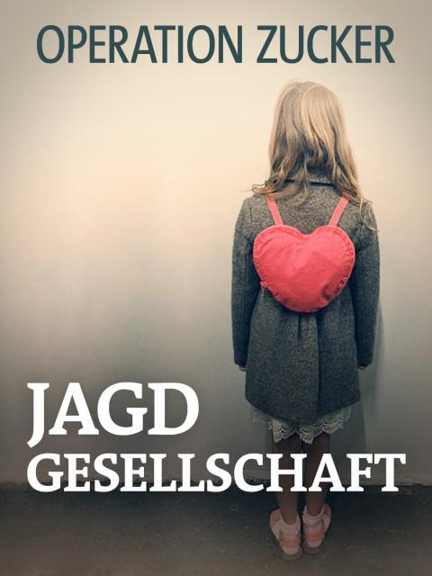 Ein Mädchen mit einem herzförmigen Rucksack steht mit dem Rücken zur Kamera
