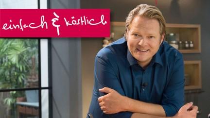 Björn Freitag steht in der Küche