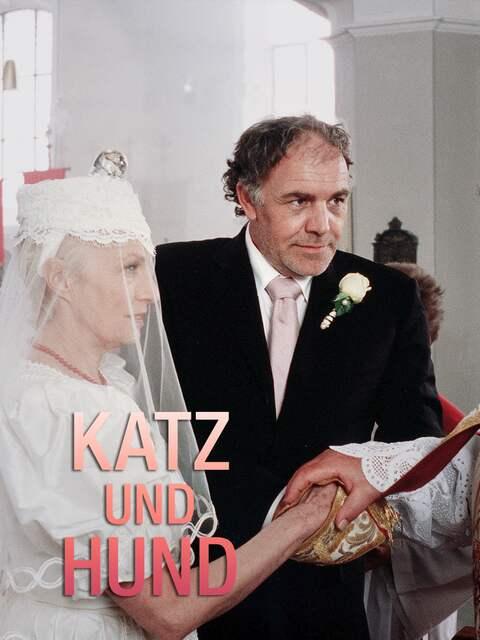 Das Brautpaar steht vor einem Pfarrer. Text: Katz und Hund