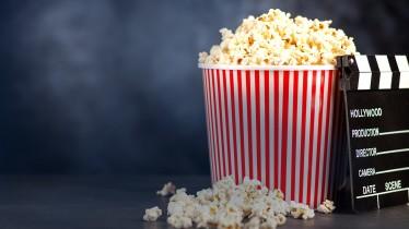 Popcorn und Filmklappe
