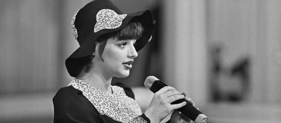Nina Hagen mit Mikrofon