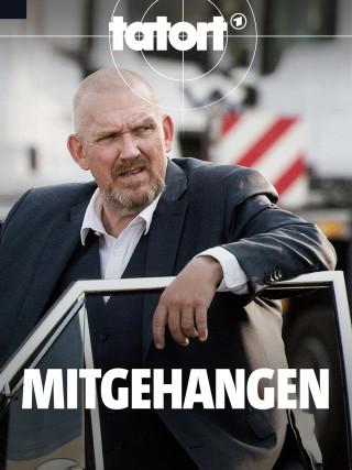 Tatort-Kommissar Freddy Schenk (Dietmar Bär, l) steht an einer geöffneten Autotür