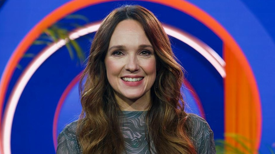 Trotz Corona kehrt Carolin Kebekus mit einer neuen WDR-Personality-Show, produziert von der bildundtonfabrik, auf den Bildschirm zurück. Deutschlands Comedy-Queen zeigt wieder Haltung und präsentiert ihren ganz eigenen Blick auf die Welt - persönlicher
