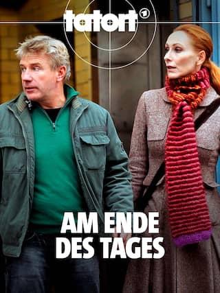 Die Kommissare Fritz Dellwo (Jörg Schüttauf) und Charlotte Sänger (Andrea Sawatzki). Text: Am Ende des Tages + tatort-Logo.