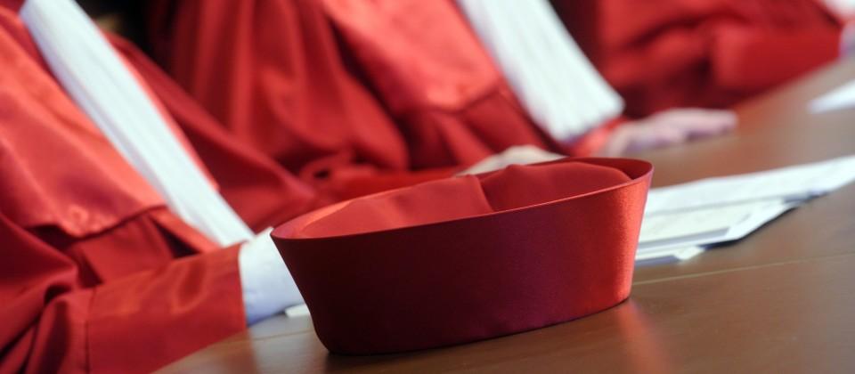 Die roten Roben der Richter des Bundesverfasungsgerichtes