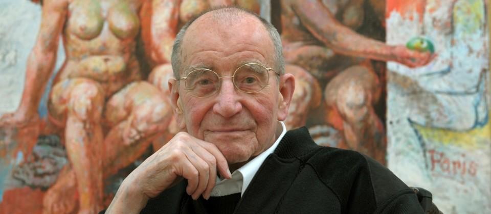 Willi Sitte vor einem seiner Gemälde