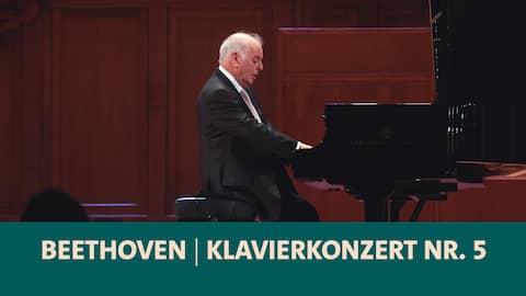 Pianist Daniel Barenboim am Klavier
