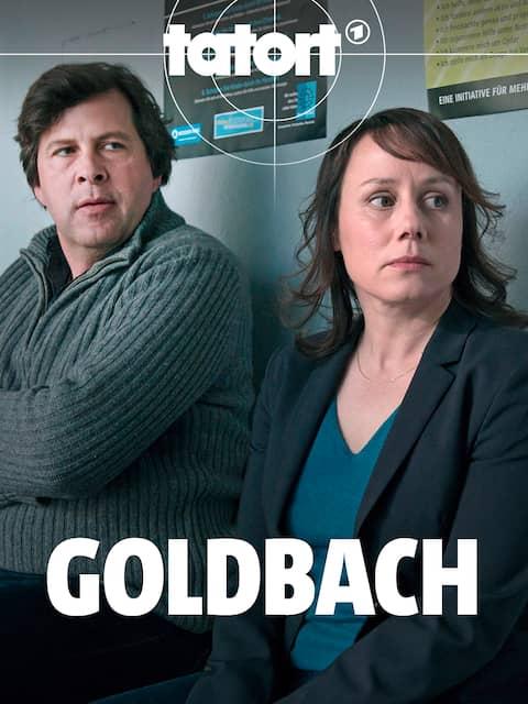 """Hans-Jochen Wagner und Eva Löbau stehen nebeneinander (Szene aus """"Tatort: Goldberg"""")"""